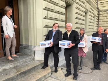 UDF consegna petizione per ambasciata svizzera a Gerusalemme